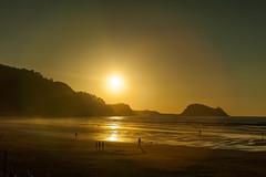 Zarautz (Andoni Tebar) Tags: sunset españa sun beach spain euskalherria euskadi guipuzcoa gipuzkoa zarautz andonitebar