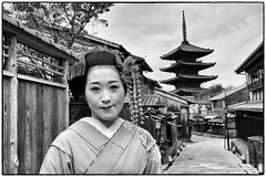Kyoto Geisha in the street of Gion (thierry_jacquet) Tags: street white japan lady costume kyoto makeup geisha gion tradition japon maquillage quartier pagode