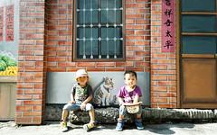 (brave22222) Tags: boy graffiti kid twins child nex paintedwalls    sel1855