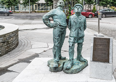 LETS CALL IT A TRIBUTE TO OISIN KELLYS TWO WORKING MEN [I HAVE NO INFORMATION ABOUT THIS]-122306 (infomatique) Tags: sculpture publicart twoboys twoworkingmen oisinkelly kingsleyhotel cork infomatique williammurphy culture ireland
