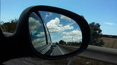 Dietro, le nuvole (ett) Tags: nubi viaggio specchio dietro