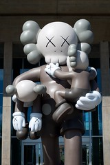Father figure (dangr.dave) Tags: fortworth tx texas cowtown tarrantcounty panthercity downtown historic architecture museumofmodernart modernartmuseum kaws statue