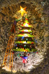 The Christmas Tree Star (Nick Fewings 4.5 Million Views) Tags: instagram flickr nickfewings fewings nick mason fortnum blue baubles red frozen cold lights green festive london window shopping shop adventcalendar advent firtree snow ladder man star xmas chrismas christmastree tree christmas