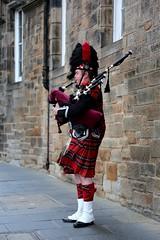 Bagpiper Edinburgh (J*C) Tags: edinburgh bagpiper scotland busking
