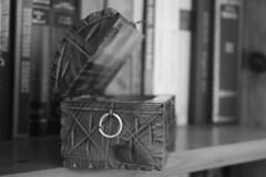 Old (MariaVaqueroS) Tags: caja