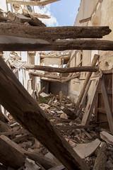 Espacios abandonados. Gaarul, Aragn, Espaa. (www.rojoverdeyazul.es) Tags: gaarul aragn espaa autor lvaro bueno pasillos puertas escombros debris zona rural rstico antiguo rustic ancient