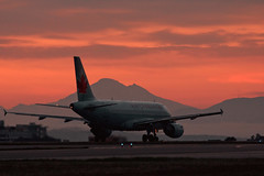 Air Canada A319 and Mount Baker (C McCann) Tags: canada vancouver island airport mt baker bc aircraft aviation air columbia victoria mount international airbus british aca fin sidney 190 a319 319 cyyj yyj 255 cfyje aca190 fyje