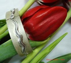 Silver bracelet (MAURO CATEB) Tags: silver jewelry jewellery tulip bracelet bracelete pulseira jewel tulipa prata jeweler joia silverwork joias silverjewellery silverjewelry joalharia silverbracelet joalheria preciousmetal silverworks joalheiro silverobjects