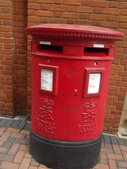 Oozells Street, Birmingham - red post box - E II R - B1 1427 (ell brown) Tags: greatbritain england birmingham unitedkingdom postbox royalmail centralsquare westmidlands brindleyplace erii eiir redpostbox oozellssquare oozellsst b11427