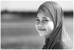 Beautiful muslim girl (4th Life Photography) Tags: portrait rot asien gesicht jung muslim islam religion kind blau frau mädchen kopftuch lächeln schönheit palawan philippinen hintergrund tuch schön natürlich