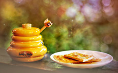 sweet as honey... (clo dallas) Tags: stilllife canon sweet bokeh dolce honey miele clodallas