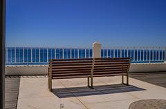 Le banc des lignes (JSEBOUVI : 2 millions views !) Tags: blue sea sky mer art sol portugal azul circle soleil boat cu ombre line bleu ciel solo algarve gomtrie albufeira banc vide rond atlantique attente gomtrique parallle jsebouvi 8aot2013