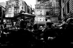 Questioni di fede (Angelo Trapani) Tags: palermo processione vucciria piazzacaracciolo processioneaicassari