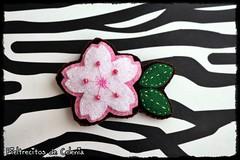 BROCHE SAKURA (Fieltrecitos de Celenia) Tags: flower broche brooch flor felt sakura cerezo fieltro