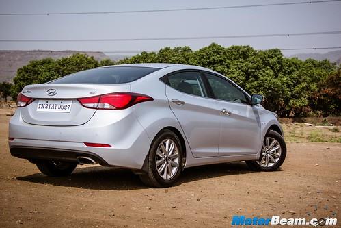 2015-Hyundai-Elantra-15
