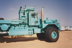 Kenworth Oilfield Truck (smokey pipes) Tags: truck desert abudhabi oilfield kenworth poletruck