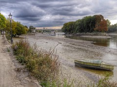 River Thames, Strand-on-the-Green, Chiswick, West London (PaChambers) Tags: suburb 2016  europe beautiful chiswick city  hounslow uk strandonthegreen west england  urban domestic london sunny  capital river thames