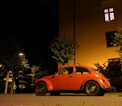 (Jonas.W.) Tags: vw volkswagen beetle boble bug oslo norway norge night car vehicle samsung nx300