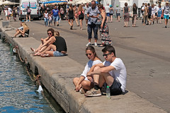 Quai des Belges - Marseille (France) (Meteorry) Tags: europe france paca provencealpesctedazur bouchesdurhne marseille quaidesbelges vieuxport people marseillepeople couple boy girl femme homme guy male female summer t crowd august 2016 meteorry provencealpesctedazur