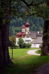 St. Bartholom (Don Csar) Tags: berchtesgaden bavaria bayern alemania deutschland germany church iglesia arboles trees europe europa green cozy konigsee knigssee kirche frame