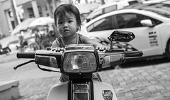 Mong Cai - 2016 (hoangcharlie.photography) Tags: streetphotography street scene stphotographia nikon d7100 vietnam asia mongcai photography bw candid snap outside monochrome portrait