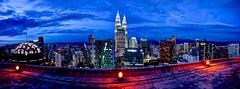 Kuala Lumpur blue hour (Jhav) Tags: arquitectura ciudad noche aire libre kualalumpur heli lounge bar panormica malasia