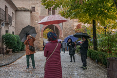 La lluvia (julia zabrodzka) Tags: grenada granada spain espana hiszpania deszcz lluvia rain parasolki parasole paraguas umbrellas streetphoto streetphotography jesień alhambra unesco