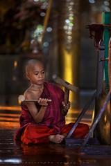 _MG_6383-le-18_04_2016_wat-thail-wattanaram-maesot-thailande-christophe-cochez-w (christophe cochez) Tags: thailand thailande maesot watthailwattanaram monk bonze myawadyy myanmar burma burmes birman birmanie religion travel voyage asie asia asian bouddhiste bouddhisme buddhist buddhism