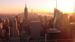 New York: Empire State Building & skyscrapers in sunset light (Traveller-Reini) Tags: newyork empirestatebuilding sun sunset sunshine sonne sonnenuntergang nyc sunnyday wolkenkratzer sehenswürdigkeiten sightseeing skyscraper skyline outdoor urban america amerika metropole megapolis manhattan usa usaeastcoast bigapple town city cityneversleeps aussichtsturm turm tower vereinigtestaaten unitedstatesofamerica nordamerica northamerica