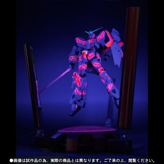 在漆黑的宇宙綻放威光,獨角獸鋼彈毀滅模式啟動!
