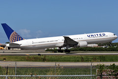 United Airlines / Boeing 767-424/ER / N76062 at TJSJ (Angel Moreno Photography) Tags: plane airplane airport puertorico aircraft united boeing takeoff spotting boeing767 spotter b764 tjsj boeing767424er n76062 nitedairlines ssanjuan