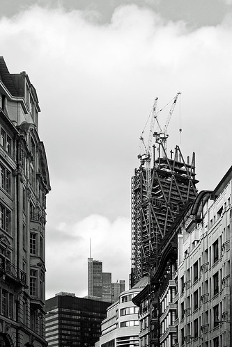 "Bishopsgate Skyline (BW) the new ""Cheese Grater"" (Canon 500D & Samyang 35mm F1.4) (BW)"