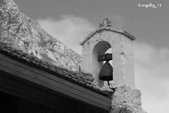 La campana de El Mazuco (angelbg) Tags: blancoynegro asturias campana bomba llanes guerracivilespañola sierradelcuera elmazuco batalladeelmazuco capilladelsantoángel