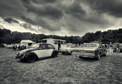 Oldtimerdag Lido Waalwijk 2013 - VW Kever HV-01-ZG en Chevrolet Caprice 47-NPV-7