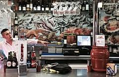 andalucia: mariscoc y cerveza aqui (gregjack!) Tags: andalucia spain malaga mercado market seafood fish mariscos beer cerveza people man
