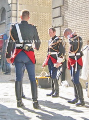bootsservice 07 7909 (bootsservice) Tags: arme army uniforme uniformes uniform uniforms cavalerie cavalry cavalier cavaliers rider riders cheval chevaux horse horses bottes boots riding boots weston eperons spurs gants gloves gendarme gendarmerie militaire military garde rpublicaine paris