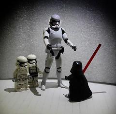 "Episode II: ""No, I am not your father..."" (Aviones Plateados) Tags: starwars darth vader guerra galaxias noiamyourfather lego juguetes joguines toys figuras stormtrooper soldado asalto canon eos550d rebel t2i kissx4"
