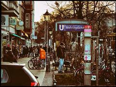 Berliner #562 (.Dirk) Tags: berlin olympusep5 mzuiko7518 prime street people mft m43 kreuzberg