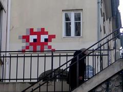 PA_1221 Space invader in Paris 5th (Sokleine) Tags: spaceinvader invader streetart artderue rue street arturbain urbanart ceramics tiles mosaics paris 75005 stones france stairs escaliers marches steps piéton homme man rampe rouge red