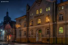Rathaus in Gefell (GerWi) Tags: stadt gefell abend nachtaufnahme himmel sky outdoor dorf strase huser gebude rathaus adventszeit november architektur