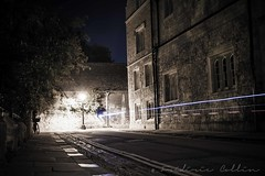 Back street big city - Oxford by night (lathuy) Tags: street city uk bridge light england college night evening back long exposure university shot dusk united université trails atmosphere kingdom le oxford lane angleterre nuit ville newcollege lampadaire trainées lumineuses