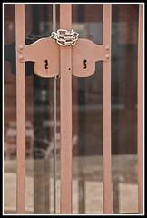 PANYS 2 (josep salvia i bot) Tags: door puerta lock porta reus cerrojo pany josepsalviabot