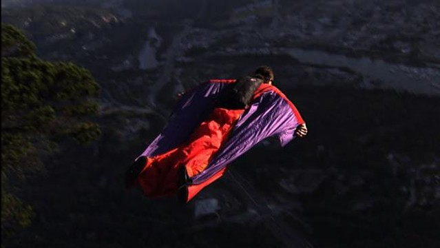 Extreme sports athlete dies in Yosemite base jump
