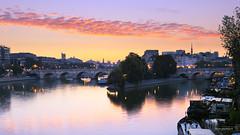 Paris just before the sunrise (photo.amateur78) Tags: paris ledefrance france fr pontdesarts leverdesoleil poselongue longexposure sunrise canon2470f28lusmii canon5dmarkiv