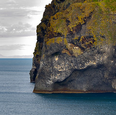 Elephant Rock (Sizun Eye) Tags: elephantrock heimaey vestmannaeyjararchipelago rockformation eruption volcano volcanic ocean atlantic iceland islande sizuneye tamron2470mmf28 nikond750