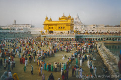 2004-Golden Temple Kar Sewa (Malwa Bus Archive) Tags: amritsar goldentemple india punjab sikhs to416 travel karsewa malwabusarchive 2004