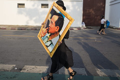 King (issaret.chalermsopone) Tags: king art street streetphotography streetphoto streetphotothailand streetportrait streetphotocolor streetphotographer thai thailand bangkok bkk picture everybodystreet ishootstreet olympus olympusomd omd omdem10