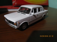 WELLY 1976 FIAT 125P 1/43 (bluewhiteviper92) Tags: maisto hot wheels welly majorette volkswagen land rover dodge ford pontiac chevrolet cadillac chrysler renault fiat