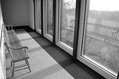 In black and white (Canadian Pacific) Tags: kleinburg ontario canada canadian mcmichael art gallery museum 10365islingtonavenue aimg5553 chair window reflections reflction bench view vista bw shot image photo