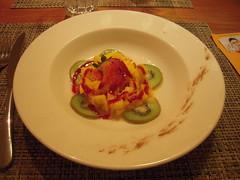 TARTARE DE MANGUE ET ANANAS (marsupilami92) Tags: frankreich france paca 83 var restaurant ananas mangue fraise kiwi dessert presqu'îledegiens hôtelibisthalassa hyères méditerranée